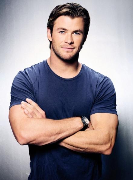 Chris Hemsworth. Sólo unos poderosos brazos como los de este actor australiano podría levantar el poderoso martillo de Thor.