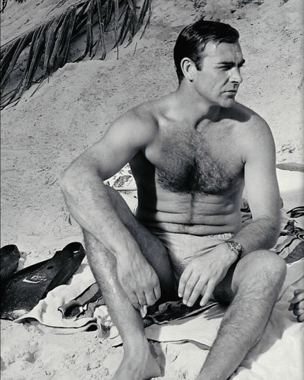 Sean Connery. Bin poblados, sin gimnasios de por medio, los antebrazos del mítico actor son sexies en toda su naturalidad.