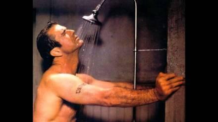 Mel Gibson. Proporcionados, velludos, fuertes… Los de Mel no tienen nada que envidiar ¿Os acordáis en Braveheart con las mangas de la camia a la altura del codo? Eso es provocación.